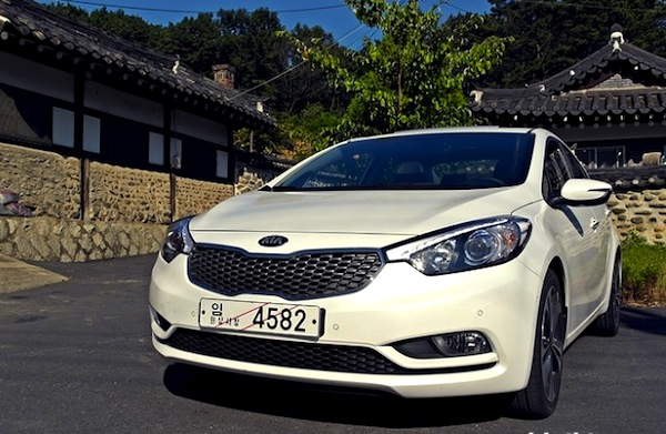 Kia-K3-South-Korea-June-2013.-Picture-courtesy-of-azeizle.tistory.com_