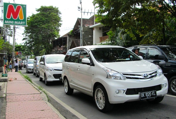 One new gen Avanza after the other, a common sight already in Bali.