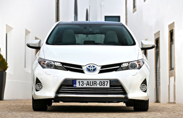 Toyota Auris Greece March 2013