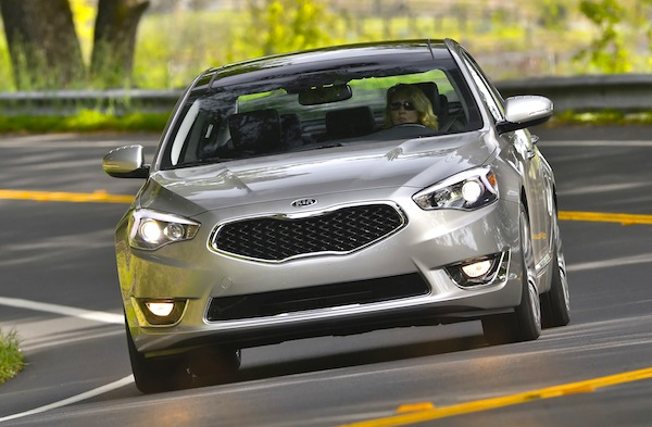 Kia Cadenza Canada April 2013