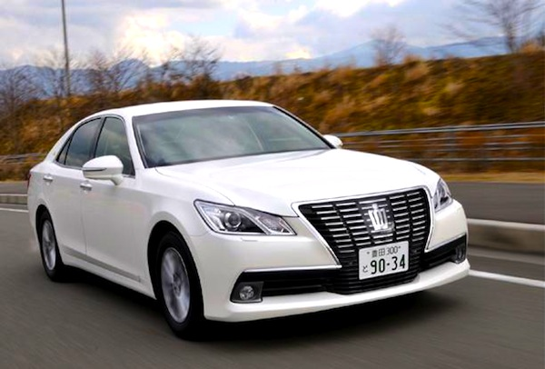 toyota crown japan april 2013