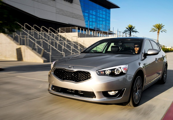 Kia Cadenza USA August 2013. Picture courtesy of motortrend.com