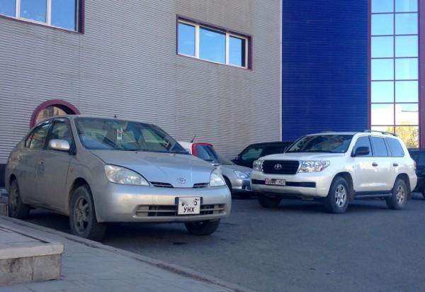 6 Toyota Prius I Land Cruiser