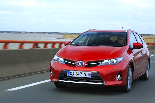 Toyota Auris Touring Portugal December 2013. Picture courtesy of largus.fr