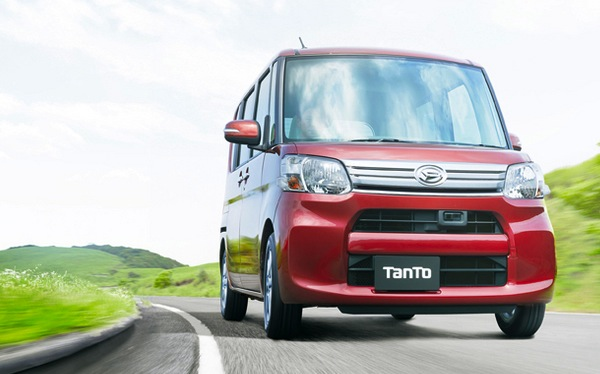 Daihatsu Tanto Japan April 2014. Picture courtesy of autoc-one.jp