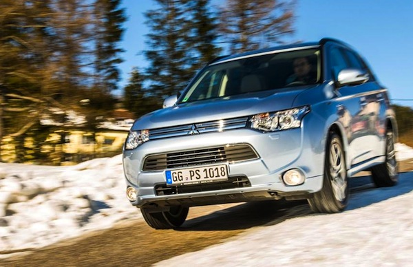 Mitsubishi Outlander UK January 2015. Picture courtesy of conceptcarz.com
