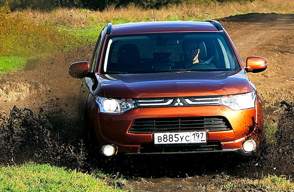 Mitsubishi Outlander Russia 2013. Picture courtesy of zr.ru