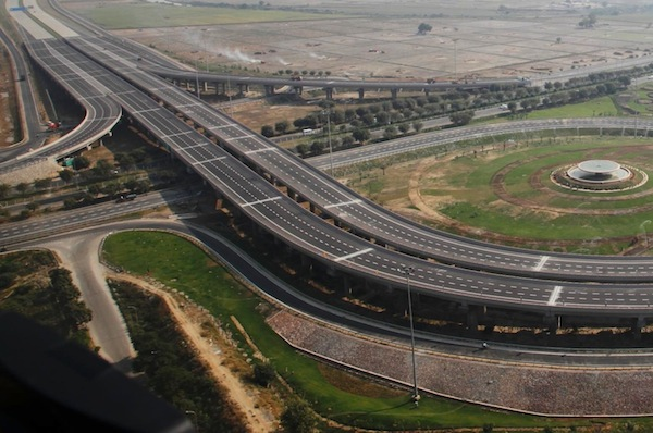 Delhi Agra Expressway. Picture courtesy of automark-india.com