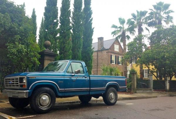 11. Ford F250 vintage Charleston