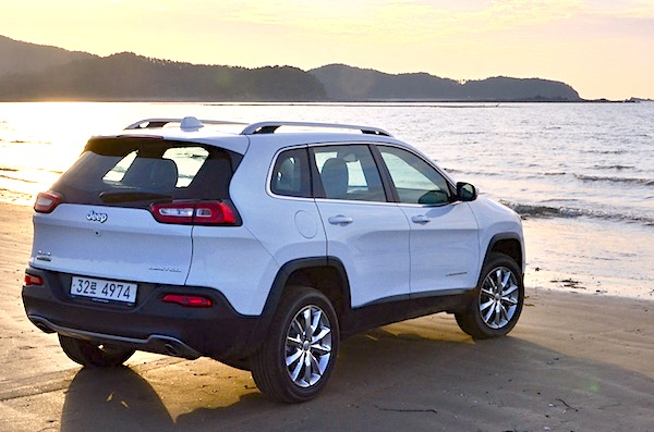 Jeep Cherokee South Korea August 2014. Picture courtesy of motorian.kr