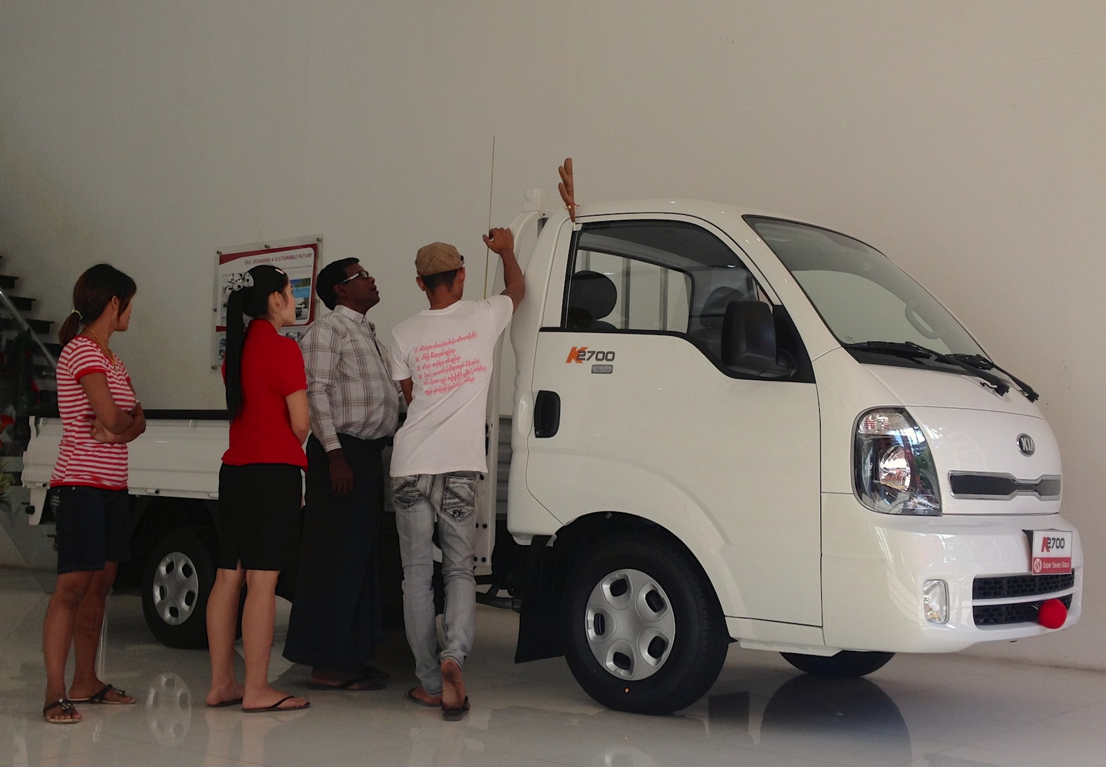 Myanmar 2014 photo reports the new car showrooms of for Garage kia englos