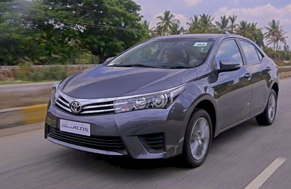 Toyota Corolla Pakistan January 2015. Picture courtesy of zeeginition.com