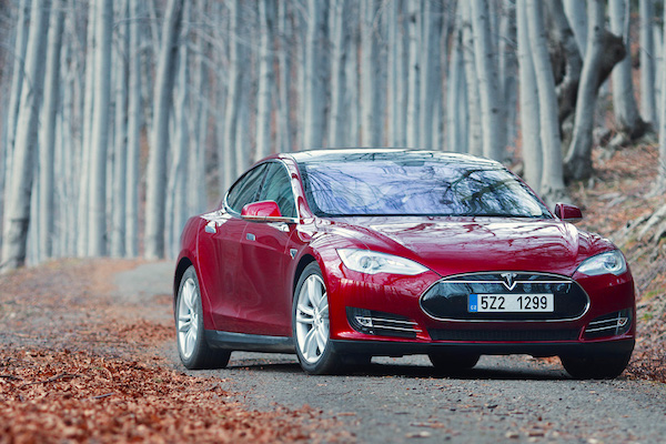 Tesla Model S Norway February 2015. Picture courtesy don.vn.cz