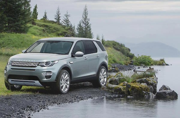 Land Rover Discovery Sport UK March 2015. Picture courtesy autoexpress.co.uk