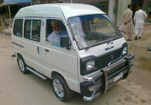 Suzuki Bolan Pakistan May 2015. Picture courtesy muamat.com