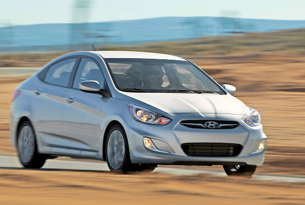 Hyundai Accent Chile October 2015