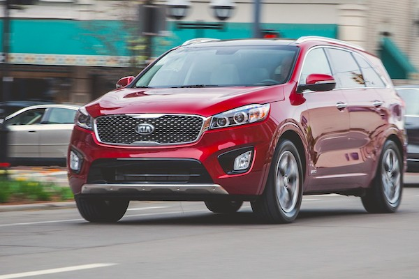 Kia Sorento Mexico July 2015. Picture courtesy caranddriver.com.mx