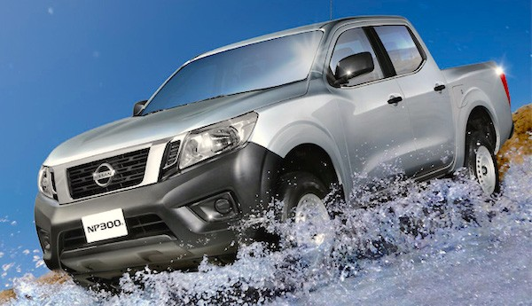 Nissan NP300 Frontier Mexico June 2015