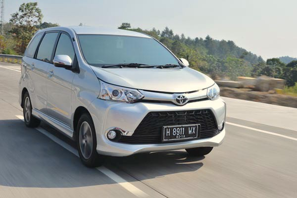 Toyota Grand New Veloz Indonesia August 2015. Picture courtesy autobild.co.id