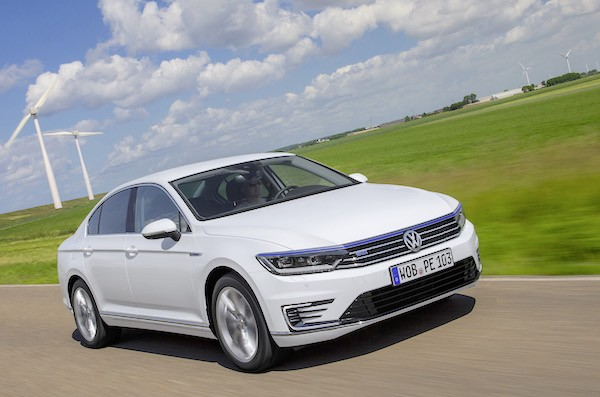 Volkswagen Passat GTE Europe August 2015