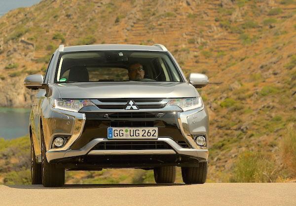 Mitsubishi Outlander PHEV Norway October 2015