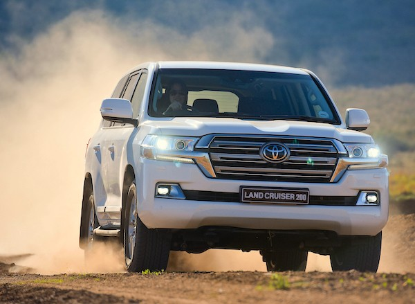 Toyota Land Cruiser 200 UAE September 2015