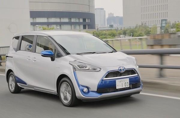 Toyota Sienta Japan October 2015. Picture courtesy yahoo.jp